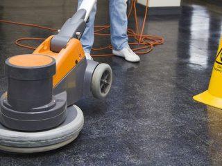 cisteni podlah strojem